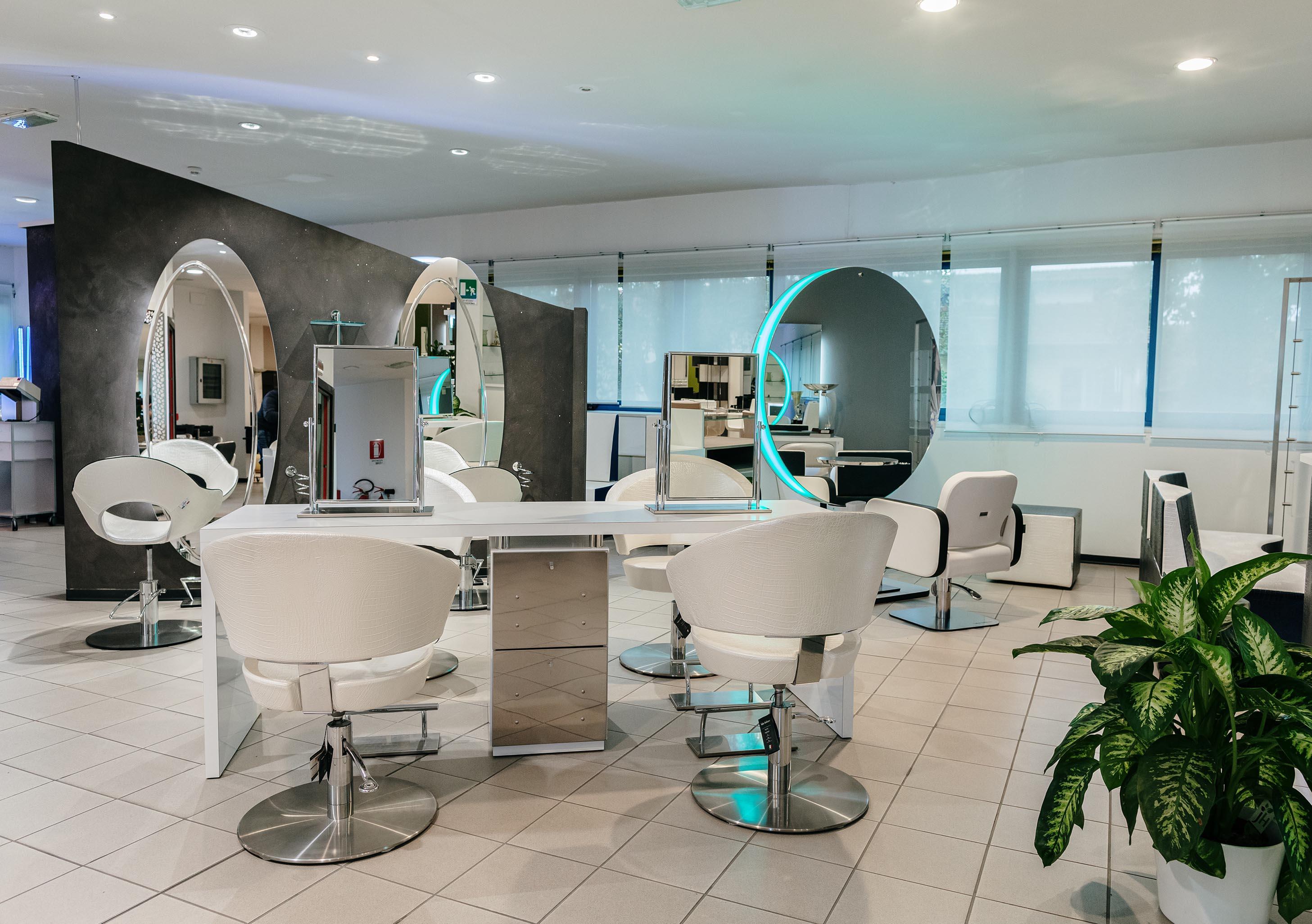 Il nostro showroom di arredamento per parrucchieri e centri estetici