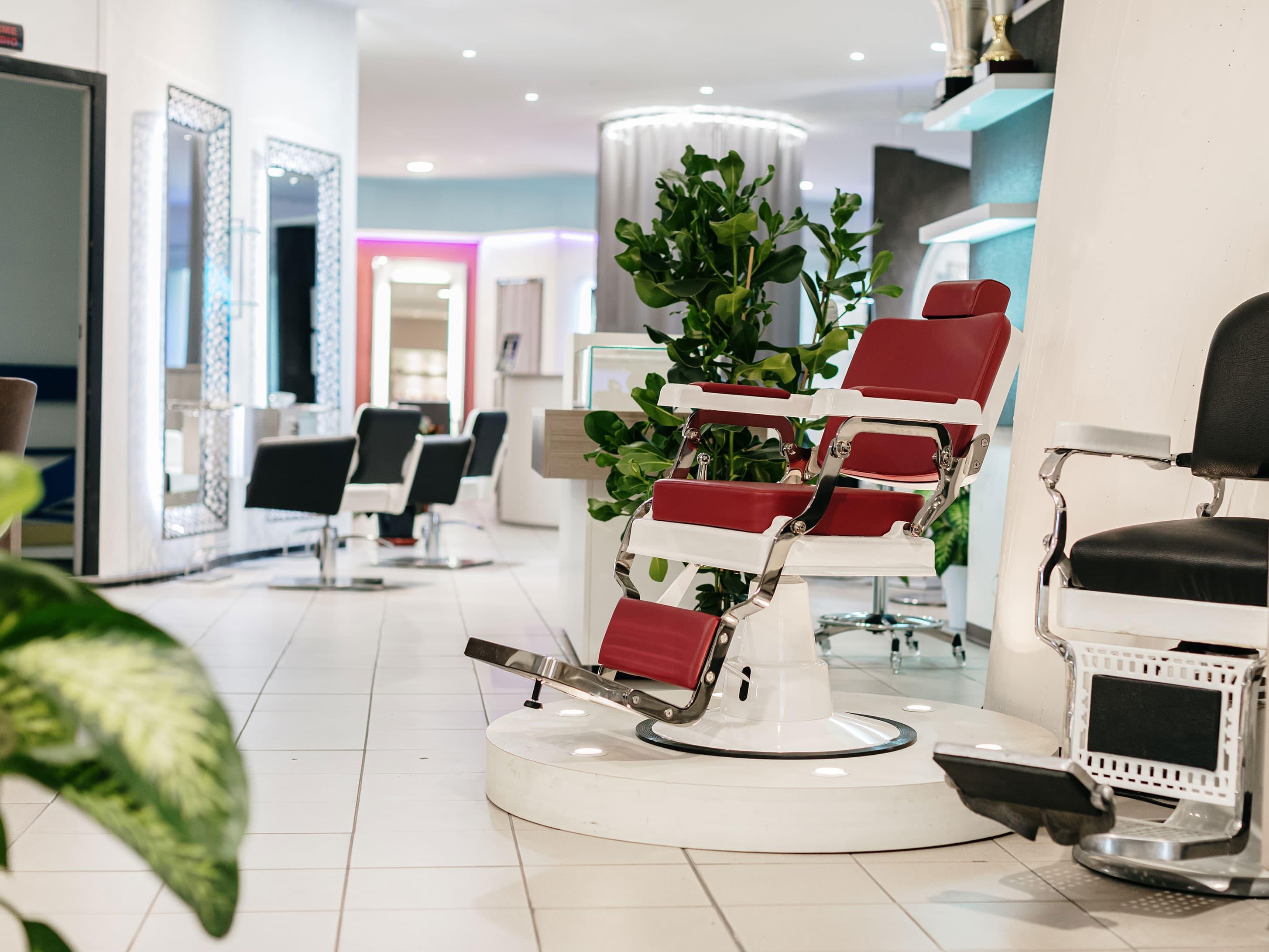 1000mq di esposizione di arredamento per estetisti e parrucchieri